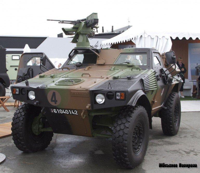 Французький Panhard VBL Mk 2 просувається в Росію