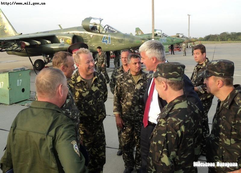 Саламатін високо оцінив дії екіпажів розвідувальної, штурмової та бомбардувальної авіації