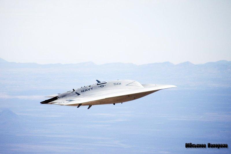 Безпілотник X-47B вперше прибув на палубу авіаносця