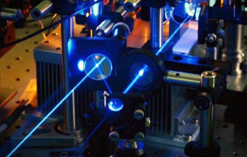 Створений спектрально суміщений бойовий волоконний лазер