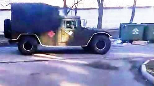 У колонах українських десантників, що рухаються на Крим, помічені американські «Хаммери»