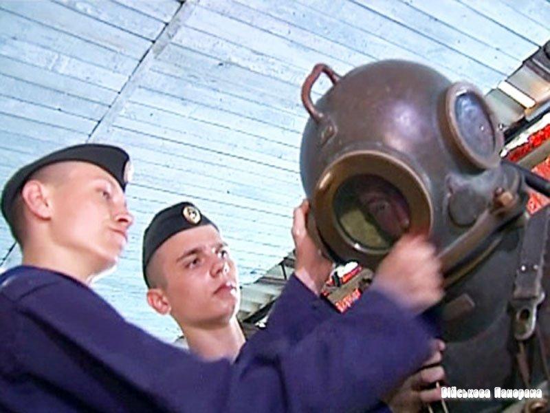 Військова техніка ЗС України, що залишилася в Криму, і основна спеціалізація підприємств ОПК Криму