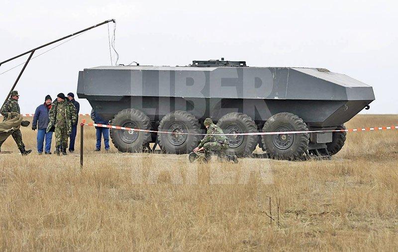 У Румунії випробували прототип секретного бронетранспортера TBT 8 × 8