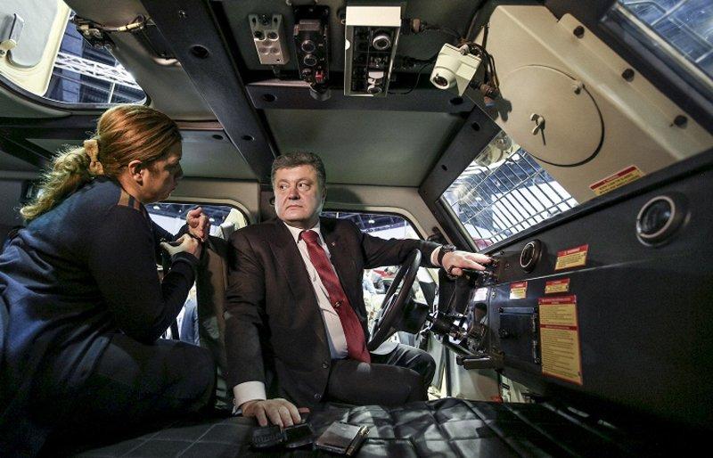 Порошенко: в ході IDEX-2015 Україна уклала близько 20 контрактів на поставку озброєнь