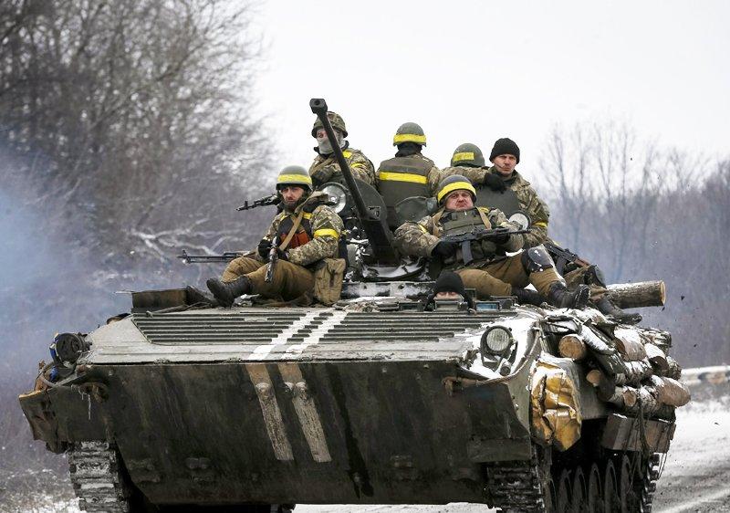 Україна розпочала відведення важкого озброєння.