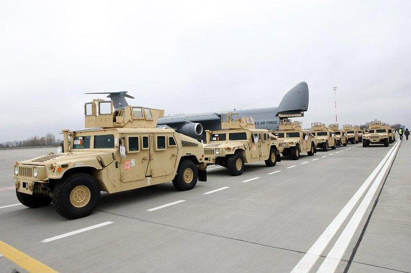 В Україну прибула нова партія броньованих HMMWV від США