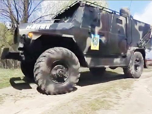 Волонтери розробили і виготовили бронеавтомобіль на шасі ГАЗ-66. Відео