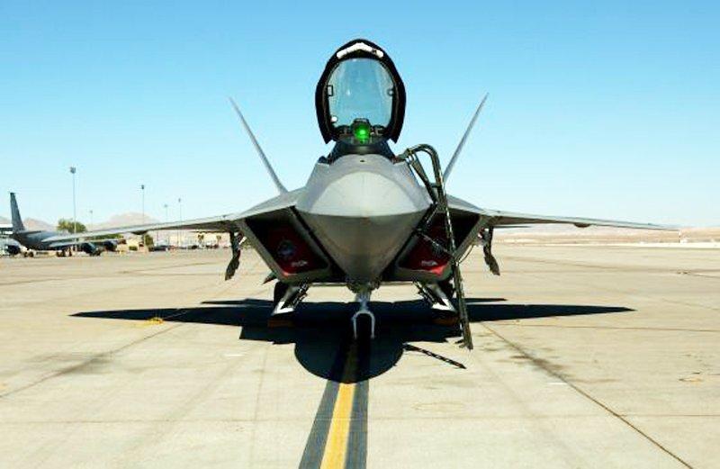 Пілоти F-22 отримають нашоломну систему цілевказівки