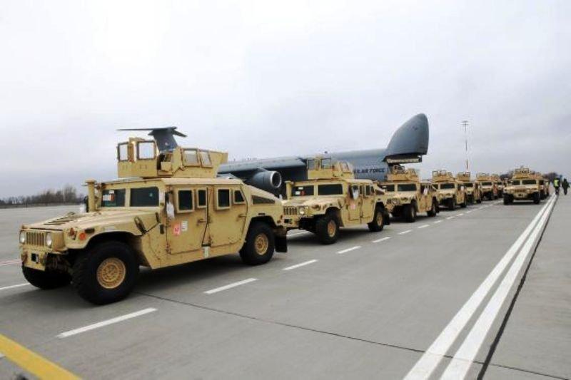 У липні США передадуть Україні ще 100 військових автомобілів