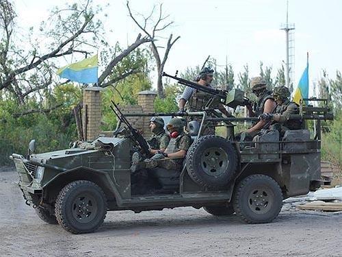 Українські волонтери виготовили ефективні бронеавтомобілі для спецназу. Відео