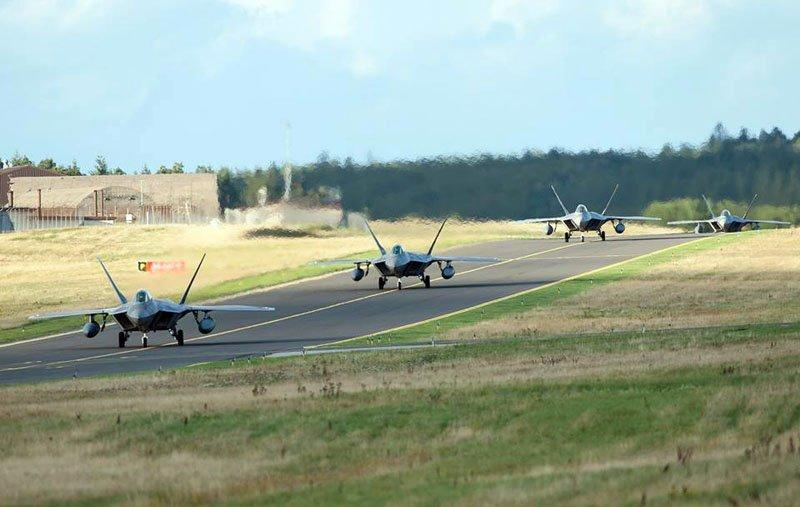 F-22A прибули в Європу