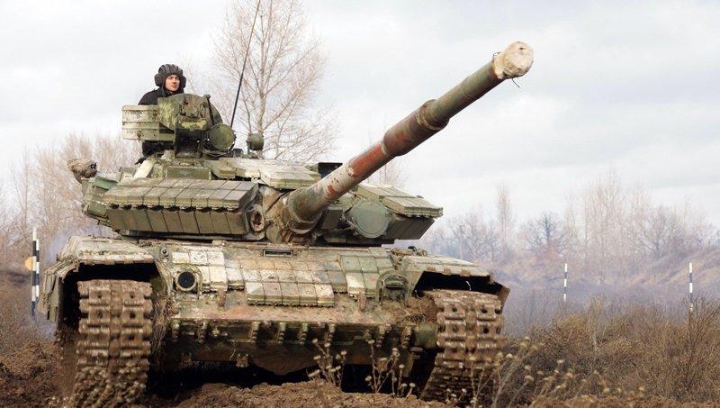 Курсанти-танкісти відпрацювали водіння бойових машин у полі