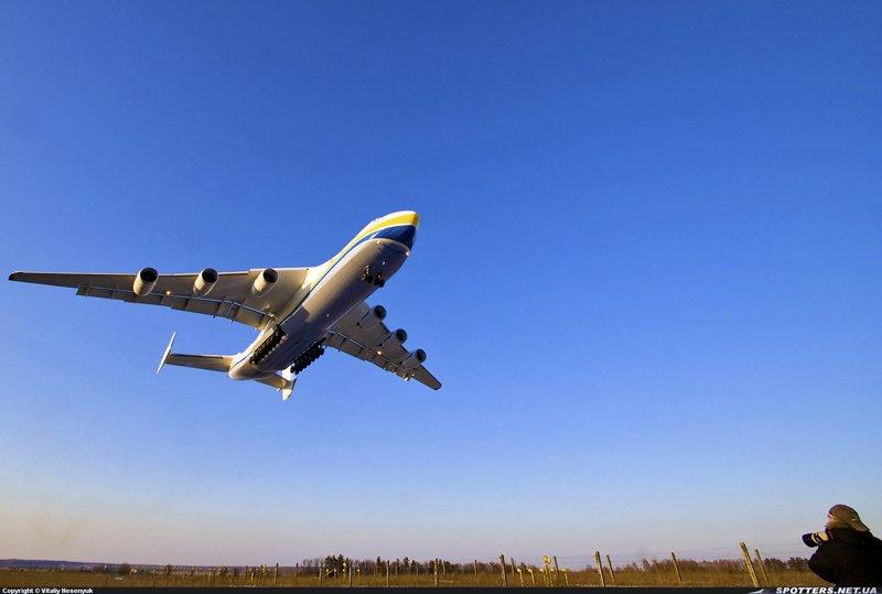 Україна і Китай збудують найбільший літак у світі