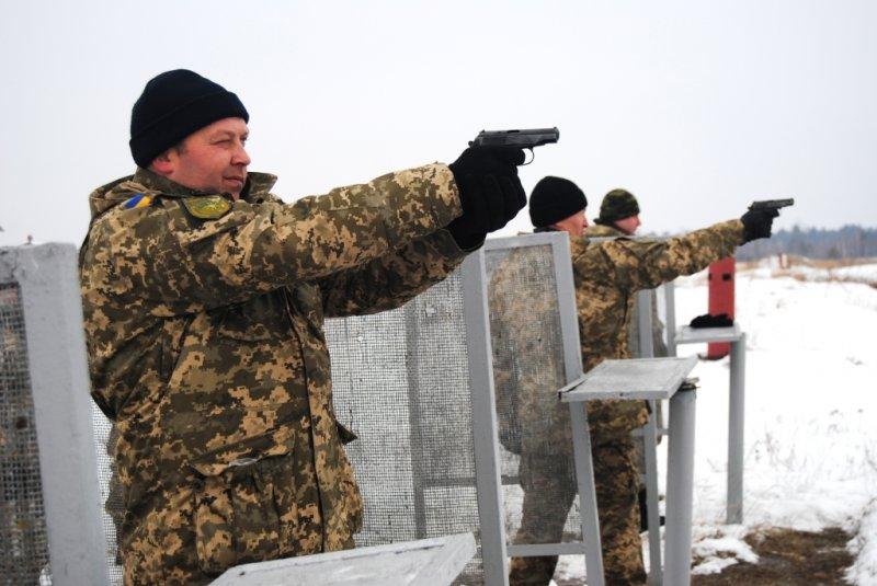 На Рівненському полігоні військові вдосконалювали свої навички у стрільбі та метанні гранат