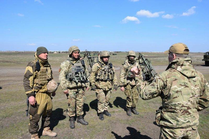 Морські піхотинці і артилеристи військ берегової оборони проводять заходи бойової підготовки