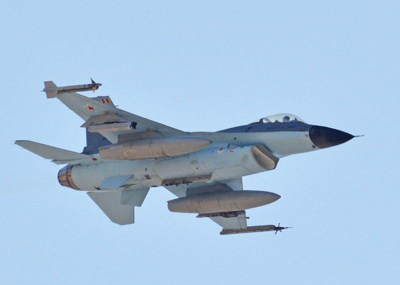 Су-35 у небі над США! Або… Здалося?