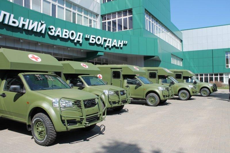 Черкаський автозавод «Богдан» відправляє в зону АТО перший десяток санітарних машин