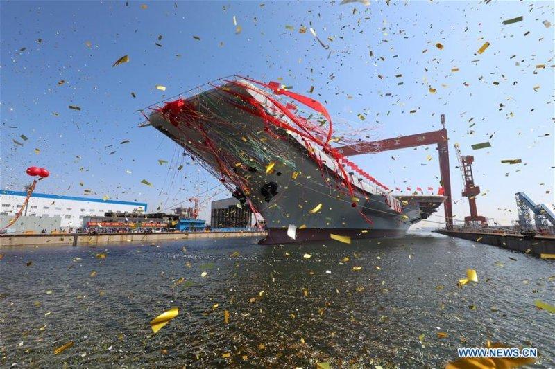 Китайці спустили на воду свій перший авіаносець