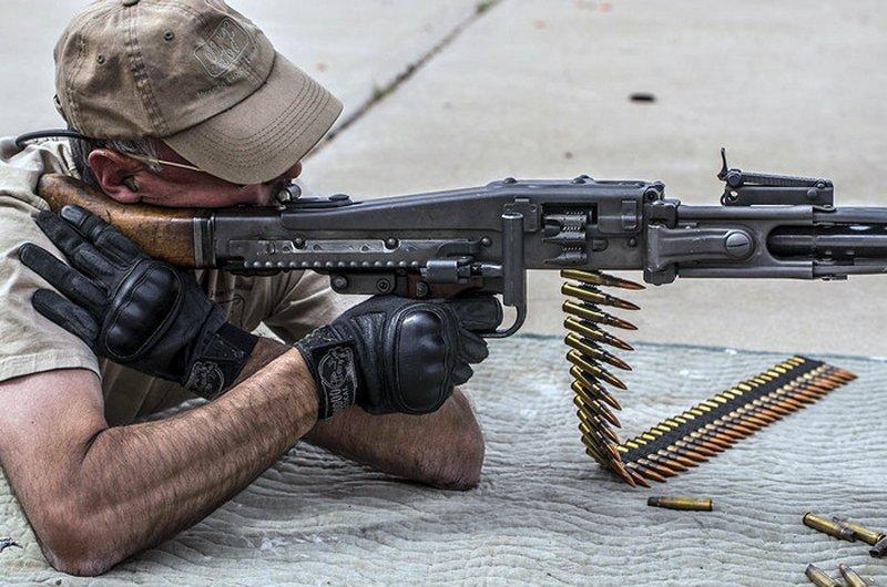 Ось чому важливо не поспішати з оглядом зброї, яку заклинило