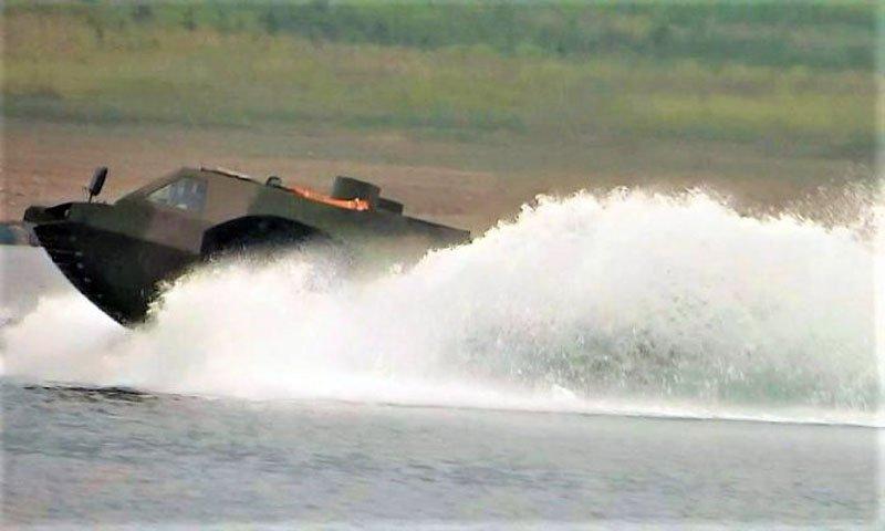 У Китаї розсекретили прототип високошвидкісної амфібійної штурмової машини