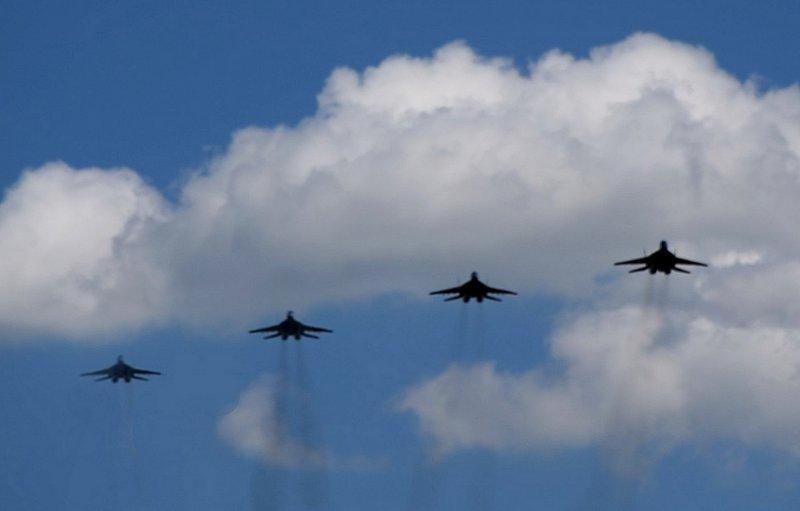 Винищувачі Повітряних Сил України відпрацьовували в небі Прикарпаття прохід ланкою